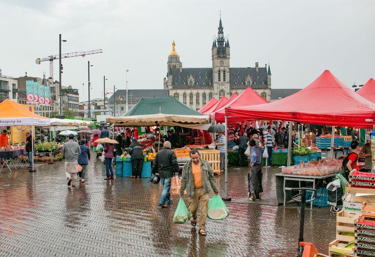 De stad wil marktbezoekers aanzetten om meer herbruikbare tassen te gebruiken, in de strijd tegen plastic.