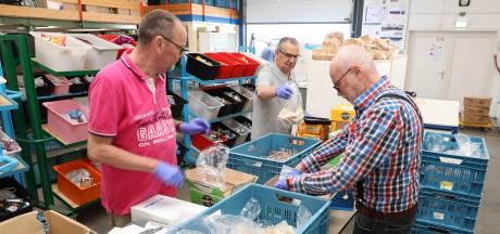 Voedselbank Zeeuws-Vlaanderen kan gebruikers iets extra's geven dankzij schenking Yara Sluiskil