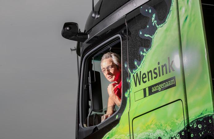 Rudy van den Ing rijdt in de eerste vrachtwagen zonder spiegels, maar met camera's.