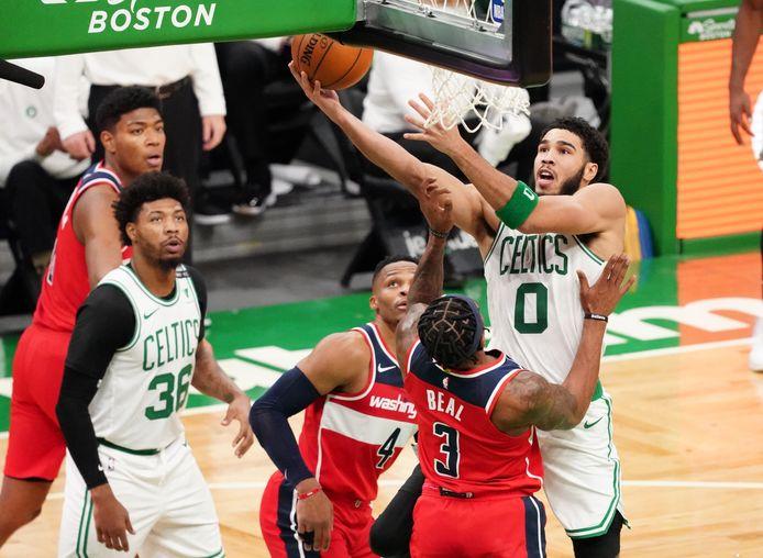 Celtic-ster Jayson Tatum raakte besmet met het coronavirus, Washington-guard Bradley Beal ontbrak een dag later bij de Wizards.