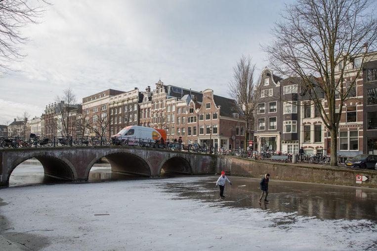 Schaatsers op de Keizersgracht Beeld Maarten Delobel