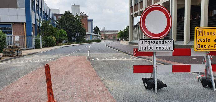 De Lansinkesweg in Hengelo heeft vanaf maart dichtgezeten en gaat vrijdag 10 juli weer open.