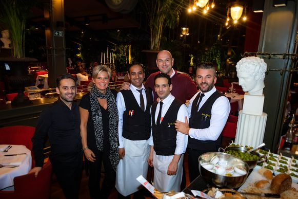 Een deel van het fantastische team van Danieli il Divino dat de eetmarathon van 25 uur in goede banen leidde. Achteraan staat Wim Van der Borght.