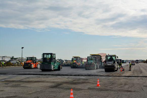 De werken aan start- en landingsbaan 07L/25R startten maandag en duren tot 23 augustus.