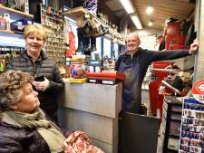 Schoenmaker na 23 jaar weg uit Gouda's kleinste winkel
