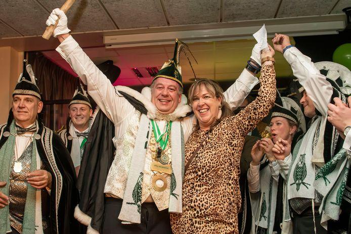 Vorig jaar werd Prins Joep XVII voor het derde jaar op rij verkozen in Bosuilendorp. Wie dit jaar de prins is, wordt pas in november bekendgemaakt.