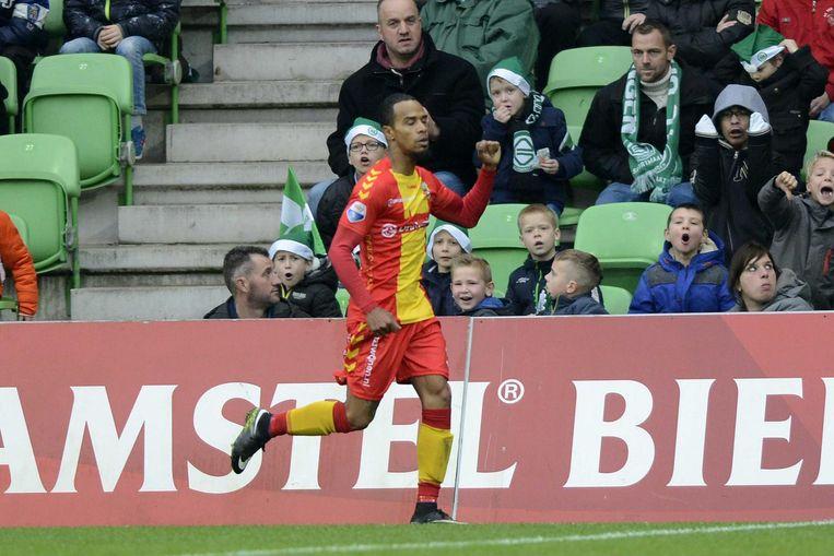 Jarchino Antonia van Go Ahead Eagles viert zijn treffer tegen zijn oude ploeg FC Groningen Beeld ANP