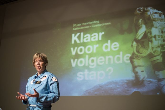 Nancy Vermeulen van Space Training Academy in de Cosmodrome in Genk.