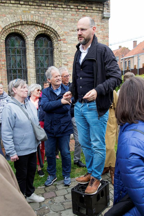 Jan Vantoortelboom op zijn lezerstoer in Elverdinge - foto Carel Bruring