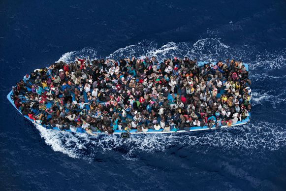 Terwijl onder Mare Nostrum 150.810 migranten werden gered in een periode van 364 dagen, lieten de voorbije vijf jaar duizenden migranten het leven in de Middellandse Zee.
