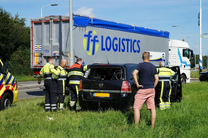 Een vrachtwagen was op een personenauto geklapt.