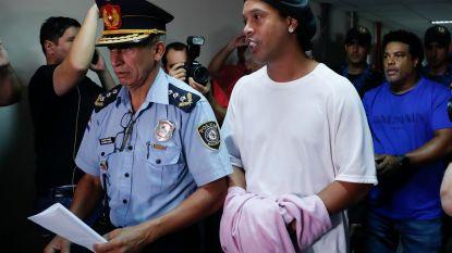 """""""Dommerik"""" Ronaldinho kan half jaar vast zitten in Paraguay en het is niet Messi die hem zal helpen"""