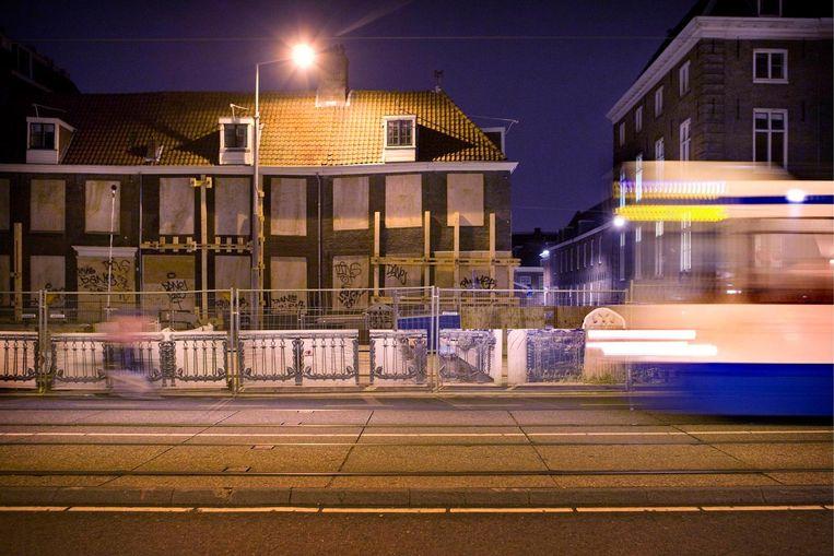 De Wevershuisjes op de Vijzelgracht werden na verzakkingen onbewoonbaar verklaard. Beeld Floris Lok