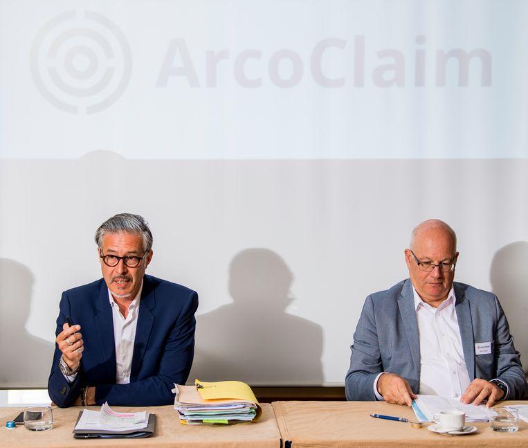 Advocaat Geert Lenssens en Ab Flipse tijdens een persconferentie van Arco Group. Archieffoto.