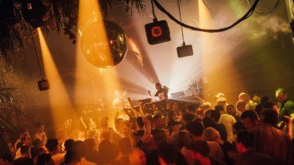 """Nachtleven in shock na plots overlijden DJ Smos: """"Tijdens het draaien verloor hij ooit z'n schoenen. Nooit meer teruggevonden"""""""