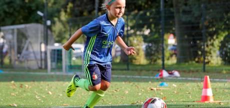 'Ik voetbal liever met jongens, dat ben ik gewend'