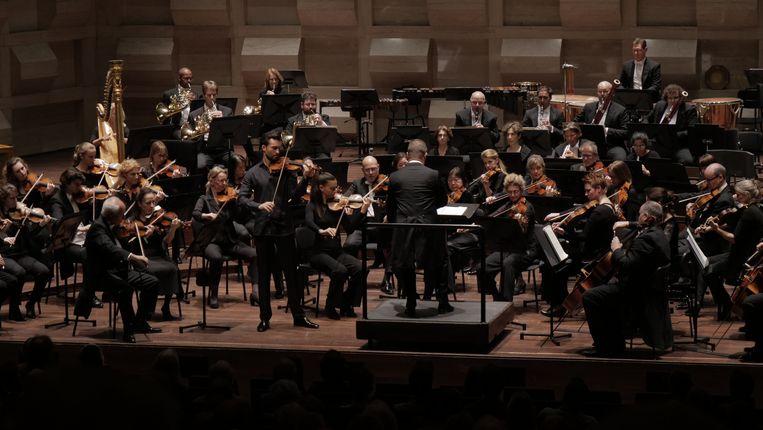Niek Baar en het Rotterdams Philharmonisch Orkest o.l.v. Anthony Hermus. Beeld Stijn te Hennepe