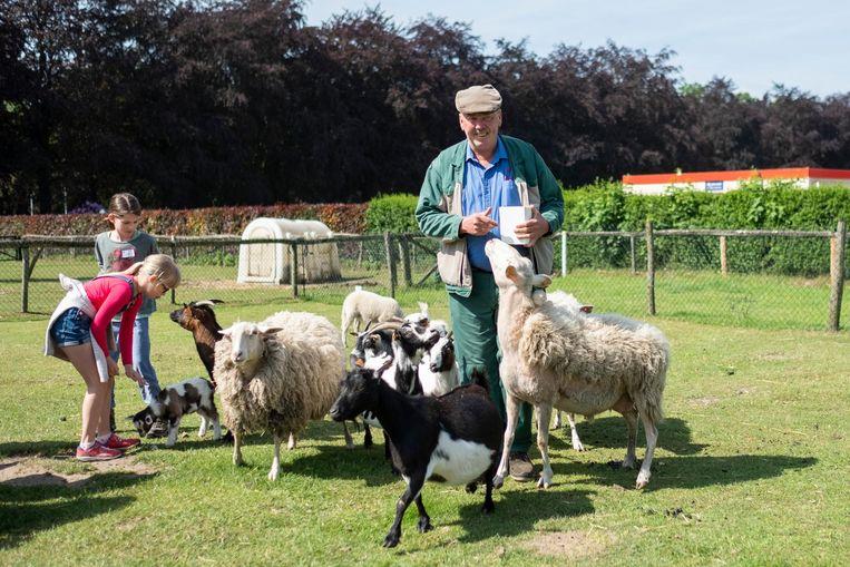 'Boer' Jan Hertoghs van de kinderboerderij in het Rivierenhof gaat met pensioen.