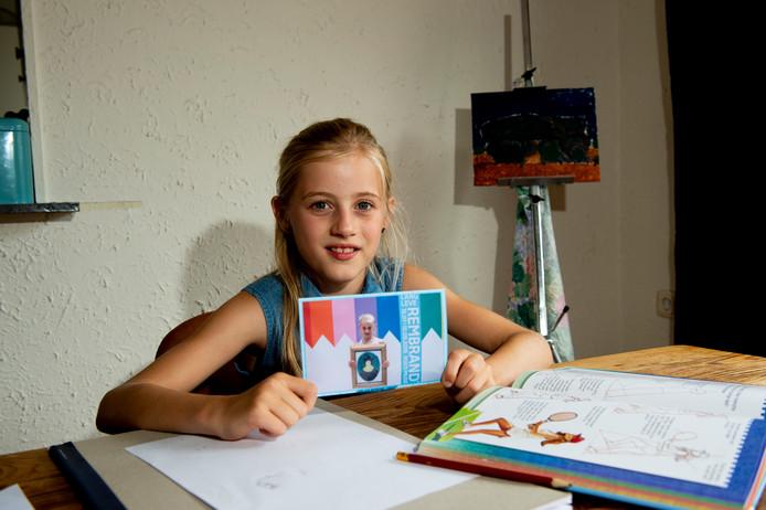 Tessa Aberson (9) mocht haar Rembrandt naar het Rijksmuseum brengen.
