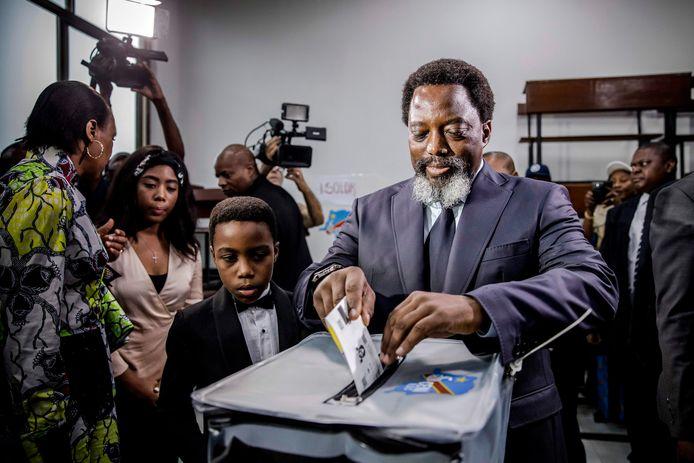 Joseph Kabila, president van Congo, brengt op 30 december zijn stem uit bij de verkiezingen.
