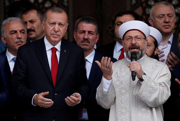 De Turkse president Recep Tayyip Erdogan en Ali Erbas, hoofd van het Turkse Directoraat voor Religieuze Aangelegenheden.