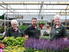 Annie, Ria en Leo zijn al 40 jaar bij 'de coöperatie'; driedubbel feest bij de Welkoop