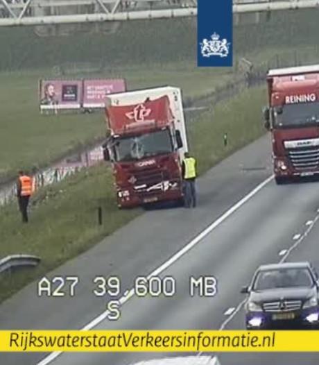 Twee vrachtwagens botsen op elkaar op A27 richting Utrecht