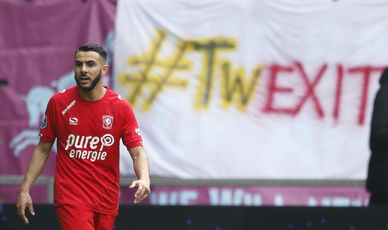 Twente-player Oussama Assaidi tijdens Vitesse - FC Twente die met 5-0 verloren ging. Daarmee is het exit Twente op het hoogste voetbalniveau. Beeld ANP Pro Shots