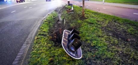 Chaos op drukke kruising in Eindhoven na botsing met verkeerslicht