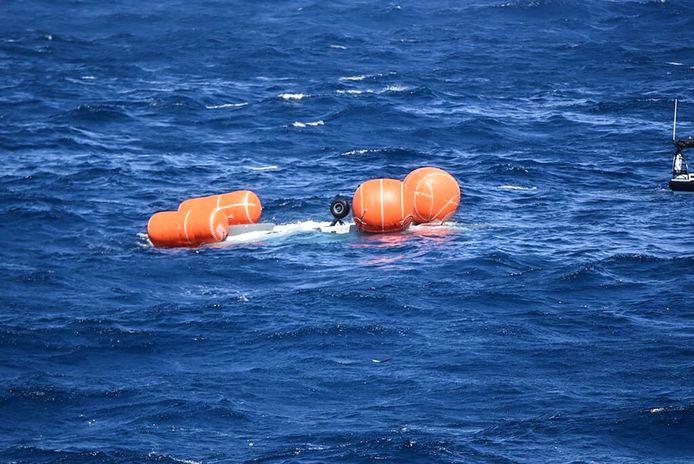 De romp van de neergestortte NH90-helikopter dreef enkele dagen in zee, voordat het zonk.