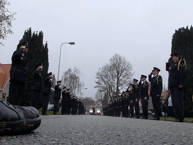Indrukwekkend afscheid van overleden brandweerman Pim (41)