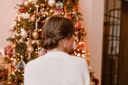 Snel kerstkapsel: deze updo doe je in twee minuten