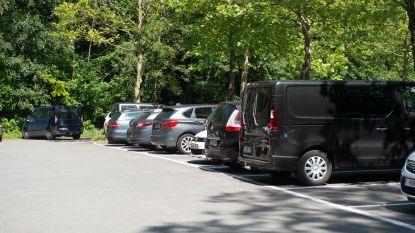 Dieven volgen bezoekers zwembad naar binnen en stelen autosleutels uit lockers: twee Audi's en Mercedes gestolen op parking Sportoase