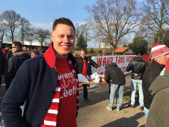 PvdA-voorman Laurens van der Velde liep eerder nog mee in de FC Twente-mars