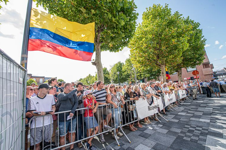 Colombiaanse vlaggen op het Sint-Amandsplein.