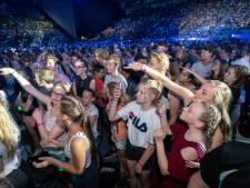 Tienduizenden jongeren zingen en swingen in GelreDome bij EO-Jongerendag