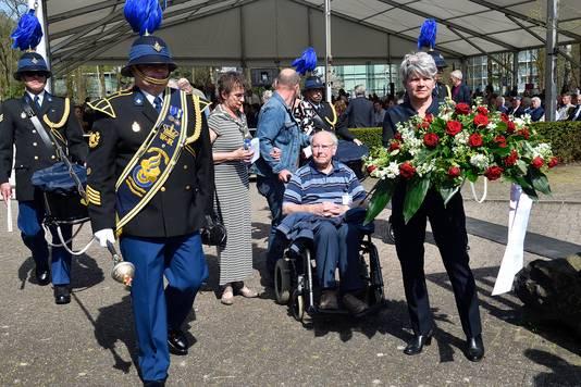 Foppe Dupon (95), oud-gevangene, tijdens de jaarlijkse herdenking in Kamp Amersfoort.