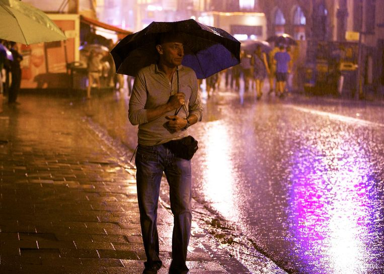Laat je paraplu liever thuis als het regent.