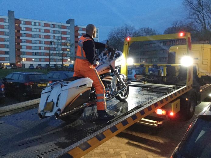Ook aan de Telemanlaan in Eindhoven worden spullen in beslag genomen in verband met de grote drugsactie in Brabant.
