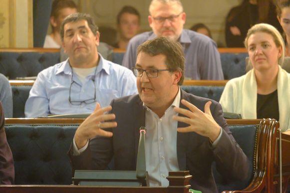 Wouter Van Besien (Groen) vraagt spreekrecht in de gemeenteraad voor de initiatiefnemers van de petitie tegen vervuilende cruiseschepen.
