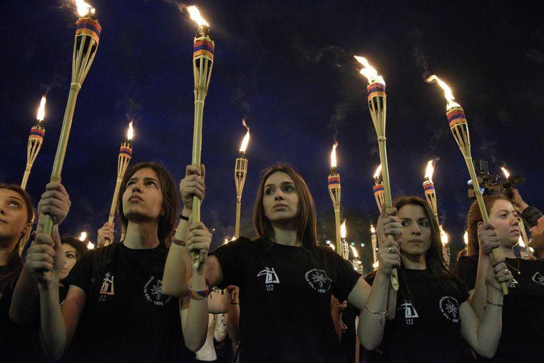Armenen herdenken de Armeense genocide in de hoofdstad Jerevan op 23 april 2017. Beeld afp