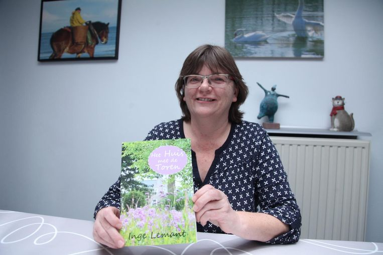 Inge Lemant met haar eerste roman.