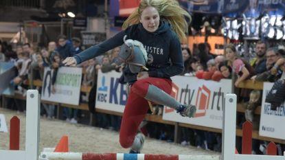Zoerselse amazone Axelle (18) behaalt tweede plek op Vlaams kampioenschap stokpaardrijden