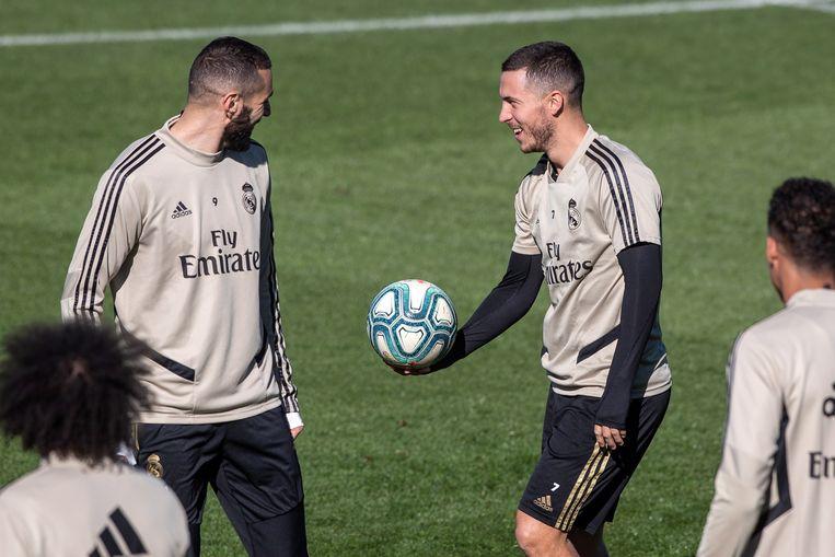Hazard op training bij Real met Karim Benzema (beeld voor de uitbraak van het coronavirus).