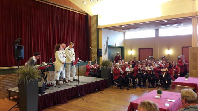 De Firma Weijland en Crescendo samen tijdens de Karavaan der Walsen.