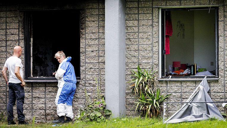 Onderzoek bij de flat in Diemen na de brand Beeld anp