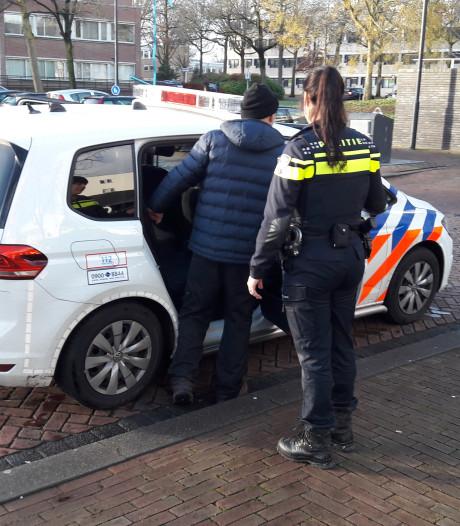 Verbannen 'doelwit' Den Dekker weer opgepakt in Oss; advocaat spant kort geding aan