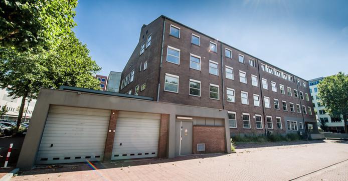 Projectwikkelaar Veldboom heeft het leegstaande complex aan de Edo Bergsmalaan gekocht en gaat er 46 luxe appartementen realiseren.