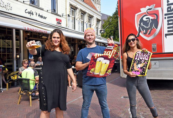 Esther Picavet ('t Raedthuys), Eduard van de Wiele ('t Anker) en Dominique van de Voort (Boozz) zijn niet blij dat carnaval niet doorgaat.