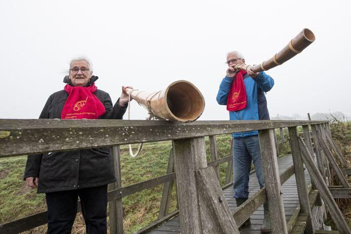 Marianne Hebels en Han Klein Willink van de Midwinterhoorngroep Eibergen.